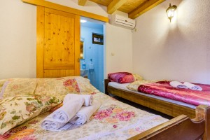 villa bedroom double +single