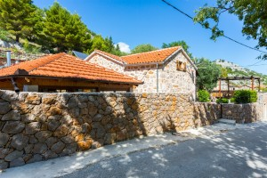 villa entrance 2